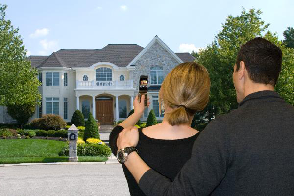 couple property search in another city