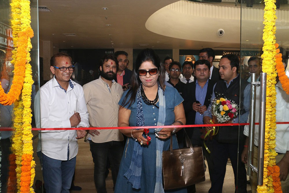 Inauguration of Looks Salon at Gaur Central Mall
